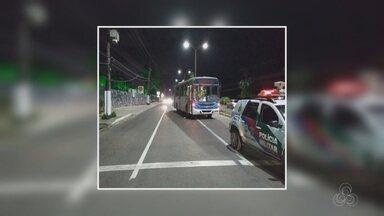 Motorista é ferido durante assalto a ônibus em Manaus - Suspeito foi preso na orla da Ponta Negra.