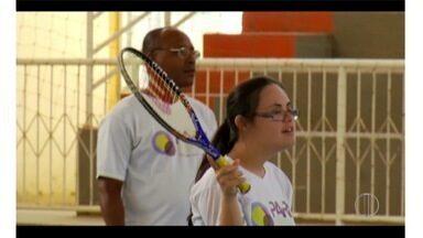 Projeto oferece paradesportos a portadores de defici~encia em Rio das Ostras, no RJ - Paralimpíada começa nesta quarta-feira (7).