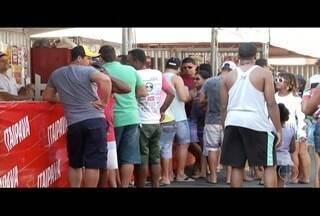Temperatura alta e festival de petiscos movimentam o Farol de São Thomé neste feriado - Evento teve edição extra.