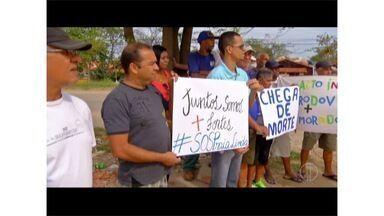 Moradores de São Pedro da Aldeia, RJ, protestam na Rodovia Amaral Peixoto - Eles pedem sinalização, redutores de velocidade e passarela.