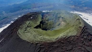 América do Sul Sobre Rodas: Pucón - Max e Amanda conhecem a cidade de Púcón, onde fica o vulcão Villarica.