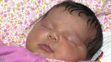 Bebê nasce dentro de carro de autoescola em Vila Velha, ES - Bolsa do líquido amniótico da mãe estourou na avenida e ela pediu ajuda.Menina nasceu com 3,345kg, na segunda-feira (5).