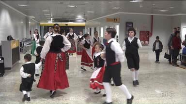 Aeroporto Afonso Pena terá apresentações artísticas aos sábados - A surpresa de hoje foi o folclore italiano.