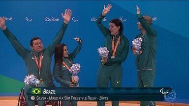 Natação brasileira conquista mais medalhas em competições emocionantes - Phelipe Rodrigues ganhou prata na prova mais rápida da natação. Ele fez 23 segundos e 56 centésimos. André Brasil, que era favorito, ficou em quarto lugar. No revezamento misto 4x50 livre, país também ganhou prata.