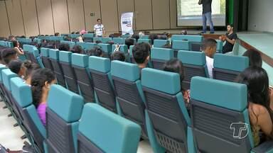 Centenas de jovens participam de aulão em preparação ao Enem em Santarém - Evento é uma oportunidade de aprimorar os conhecimentos para prova.