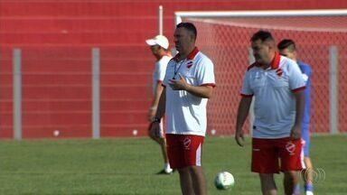 Confira os destaques do esporte, em Goiás - Goiás estreia novos jogadores no clube no jogo deste sábado (10). Vila Nova, que não perde há cinco jogos fora de casa, enfrenta CRB em Alagoas.