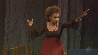 Atriz Elisa Lucinda se apresenta no Teatro Amazonas - Montagem sobre rotina existe há 14 anos e fala de cotidiano