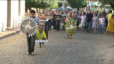 Enterrado corpo de jornalista paraibano que foi morto no Tocantins - Familiares e amigos prestaram as últimas homenagens.