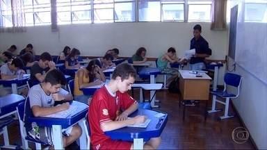 Estudantes de escolas públicas fazem prova da Olimpíada Brasileira de Matemática - A competição estimula os alunos e também revela talentos.