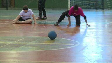 Alunos desvendam rotina dos craques do Goalball - Esporte é praticado por pessoas que não podem enxergar.