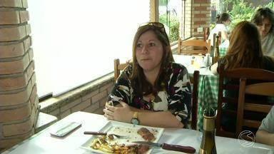 Festival Gastronômico atrai visitantes a Penedo, RJ - Neste sábado (10), primeiro dia de evento, muita gente passou pelos restaurantes para conhecer os pratos participantes.