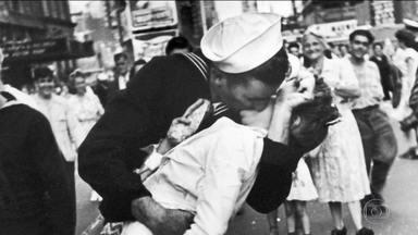 Morre enfermeira de foto símbolo do fim da 2ª Guerra Mundial - Greta Friedman tinha 92 anos. A foto da enfermeira beijando um marinheiro em Nova York tornou-se ícone do fim da 2ª Guerra Mundial.