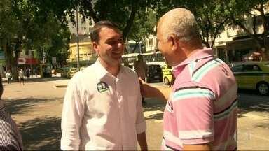 Flávio Bolsonaro (PSC) faz campanha na Tijuca - Flávio Bolsonaro (PSC) faz campanha na Tijuca