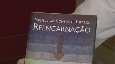 Médico e ex-ministro da saúde, Arthur Chioro, lança livro sobre reencarnação - Obra dá destaque as relações sociais e aos aspectos psicológicos da vida moderna.