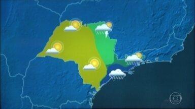 Sexta-feira (16) pode ser de tempo nublado e garoa em São Paulo - Um sistema de alta pressão que está no oceano vai empurrar umidade para a costa paulista. O tempo deve ficar nublado por aqui, e pode até garoar. Nas outras áreas o tempo fica firme.
