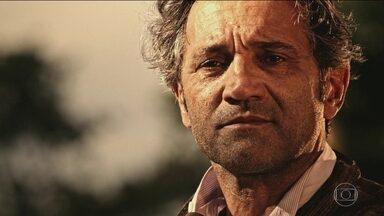 Montagner começou carreira no circo - Desaparecimento choca família e amigos. Personagem em 'Velho Chico' desaparece nas águas do rio.