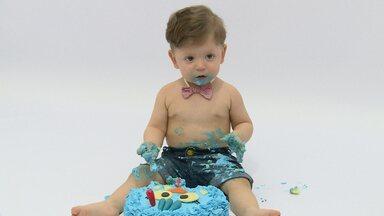 Smash The cake! Mais Diário acompanha um ensaio fotográfico com bebê e bolo - Assista ao vídeo