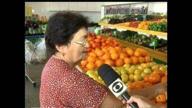 Consumidores se preocupam com possívvel aumento no preço das frutas - Consumidores se preocupam com possível aumento no preço das frutas