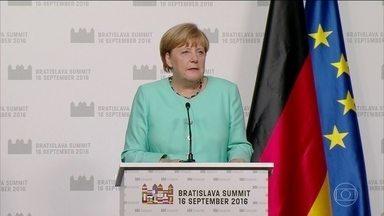 Angela Merkel diz que situação econômica da União Europeia é crítica - A afirmação sobre a crise econômica na Europa veio da chefe de governo da Alemanha Angela Merkel, na abertura da reunião dos chefes de governo de 27 dos 28 países da União Europeia.
