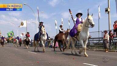 Desfile temático dos Festejos Farroupilha é realizado no final de semana - Porto Alegre e Alegrete tiveram programação especial.