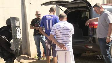 Presos são transferidos de delegacia - Eles deixaram a carceragem do 4º distrito policial, que estava superlotada.