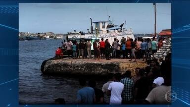 Barco com 600 imigrantes naufraga no Mar Mediterrâneo - Nesta quarta-feira (21), no mar mediterrâneo, na costa do Egito, 400 pessoas desapareceram no naufrágio de um barco com 600 imigrantes. Até agora, o que se sabe é que as equipes de resgate salvaram mais de 150 pessoas.