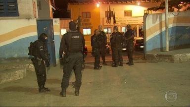 Operação da Draco e do Gaeco prende milicianos que atuam em Cabuçu, em Nova Iguaçu - Um candidato a vereador foi detido e levado pra prestar depoimento. Ele foi citado em escutas telefônicas envolvendo os milicianos.