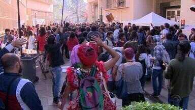 Estudantes protestam na UFRGS por mudanças no ingresso a universidade - Ainda não há previsão de quando os estudantes vão desocupar o prédio.