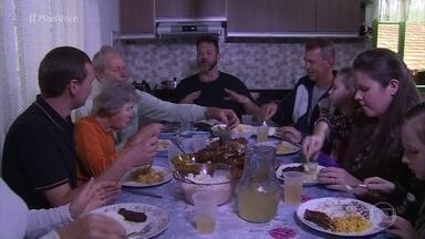 Jimmy Ogro almoça com uma família tradicional de Pomerode - Casa da família foi construída há mais de um século