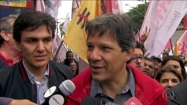 Veja como foi o último dia de campanha de Fernando Haddad, do PT, candidato a prefeito - Veja como foi o último dia de campanha de Fernando Haddad, do PT, candidato a prefeito