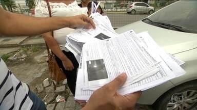 Clonagem faz aumentar pedidos de trocas de placas de veículos no Rio - Depois de ter a placa roubado, motorista recebe multas de lugares por onde nem passou. O Detran informa que, caso seja comprovada a clonagem, as multas são anuladas.