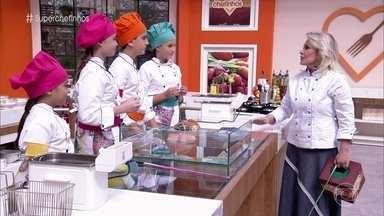 Super Chefinhos fazem prova de empanado e tempura - Ana Maria Braga sorteia as duplas e o tema do prato! Confira tudo o que rolou e como foi a reação das crianças após a prova