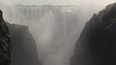 Cataratas de Victoria, na Zâmbia, é uma das quedas d'água mais espetaculares