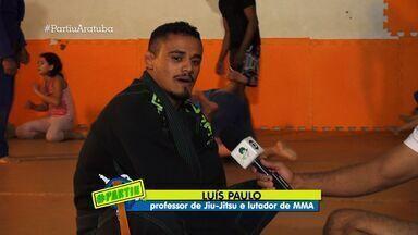 Projeto 'Resgatando Valores' ajuda jovens em Aratuba - Professor e lutador de MMA aprendeu jiu-jitsu em revistas.