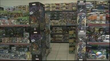'Dia das Crianças': Coordenador do Procon explica direitos na compra de brinquedos - O comércio de São Carlos fica aberto até às 17h, neste sábado (8).