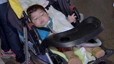 Bebê com problemas respiratórios recebe alta após 9 meses - Bryan dependia de um respirador mecânico que foi conseguido por decisão judicial e chegou ao Hospital Regional na última quinta-feira (6). A criança e a família voltou para casa em Costa Rica.