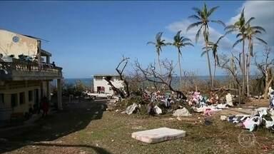 Número de mortos pelo furacão Matthew se aproxima de 900 - O efeito destruidor do furacão Matthew, que passou na terça-feira (4) pelo Haiti, só agora vai ficando evidente. O número de mortos se aproxima de 900 e o país mais pobre nas Américas mergulha no caos.