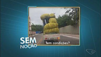 Sem noção: motorista carrega carga além do limite em caminhonete em Vila Velha, ES - Código de trânsito permite que carga ultrapasse no máximo 50 cm do teto do veículo.