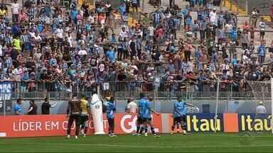 Grêmio treina com torcida na Arena, mas mantém mistério no time - Tricolor recebe o Atlético-PR pela 30ª em mais um jogo decisivo na busca por vaga no G-6.