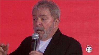 Ex-presidente Lula se torna réu pela terceira vez - A Justiça Federal aceitou a terceira denúncia contra o ex-presidente Lula, desta vez por uso de influência a favor da construtora Odebrecht em contratos com o BNDES.