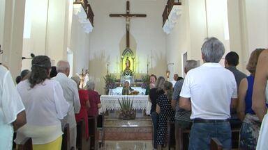 Devotos do Senhor dos Aflitos em Barreiras pedem chuva por meio de oração - A estiagem tem preocupado os moradores da região.