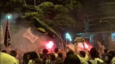 Grupo faz protesto contra a PEC 241 no Centro de Belo Horizonte - PEC 241 prevê a fixação de gastos do governo por 20 anos.