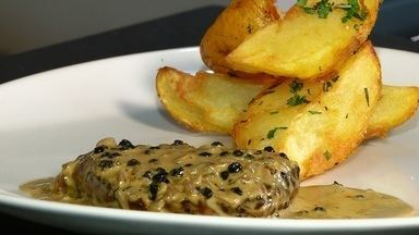 Receita francesa de filé mignon - Prato leva molho especial e acompanha batatas rústicas.