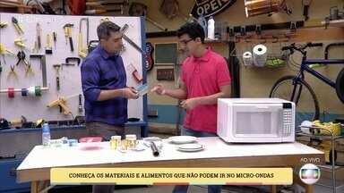 Conheça os materiais e alimentos que não podem ir no micro-ondas - Engenheiro faz o teste do que não deve ser usado no micro-ondas