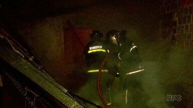 Casa é destruída pelo fogo em Foz - Foi ontem a noite no bairro Morumbi