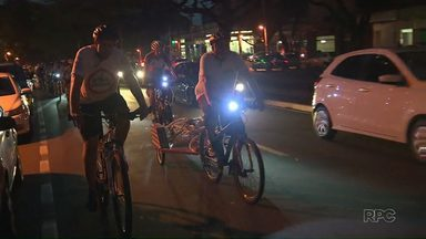 Ciclistas fazem homenagem à adolescente morto em atropelamento - Eles também pediram mais conscientização no trânsito de Maringá