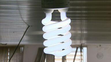 Moradores em Jaboticabal, SP, recebem contas de luz R$ 200 mais caras - Eles reclamam que economizam energia e quando chega a conta de luz no final do mês vem um valor abusivo.