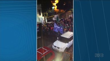 Estudantes fizeram passeata em Curitiba contra as reformas do Ensino Médio - De acordo com a PM, mais de 200 pessoas participaram do protesto.