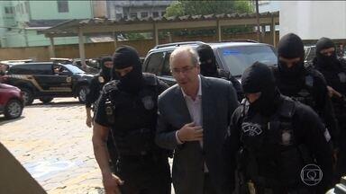 Defesa de Eduardo Cunha pede ao STF liminar para revogação da prisão - O caso será analisado pelo ministro Teori Zavascki, relator da Lava Jato no STF, mas não há prazo para isso. Os advogados entraram com uma reclamação e alegaram que o juiz descumpriu decisão do Supremo.