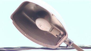 Usuários reclamam de demora no atendimento a chamados feitos na Sercomtel Iluminação - Manutenção do serviço de iluminação pública será feito exclusivamente pela companhia a partir de novembro.